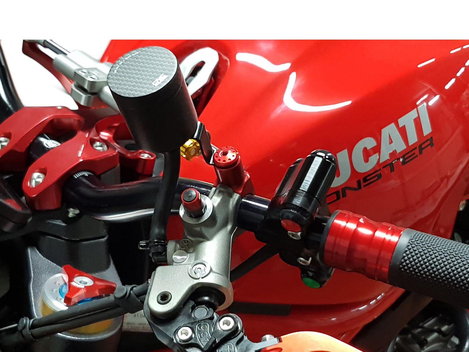 Заглушка отверстия под зеркало CNC RACING MRA12R М10 Red (левая)