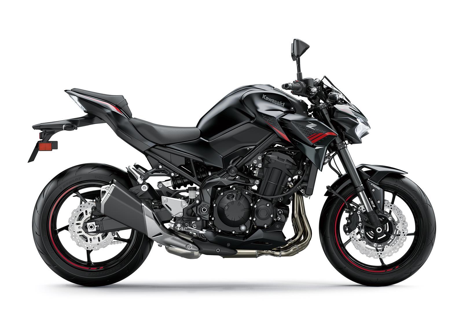 Вид справа на мотоцикл Кавасаки 900 нового 2020 модельного года