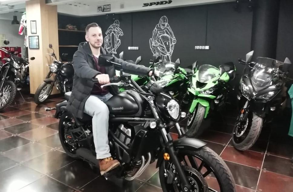 Фото покупателя на мотоцикле Кавасаки Вулкан в мотосалоне Моторрика (Москва, ул. Крылатская, 14)